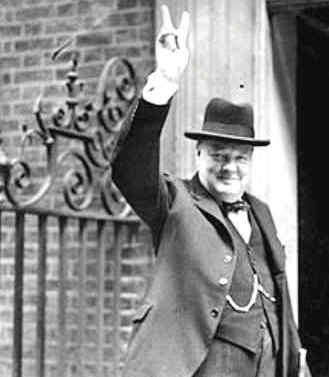 winston-churchill-1943-the-famous-victory-salute